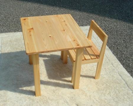 子供テーブルとイス