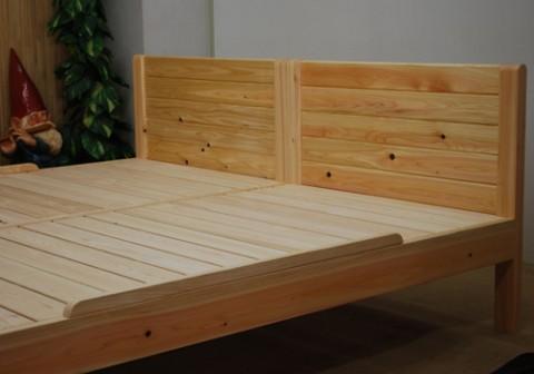 カントリー調っぽい無垢板ベッド