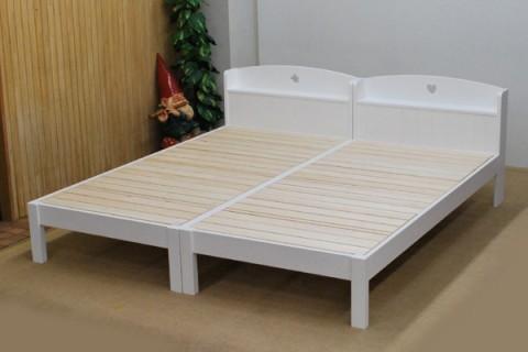 真っ白棚宮付きベッド