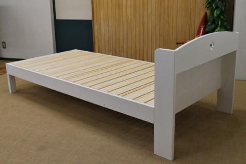 真っ白ベッド 棚付きベッド