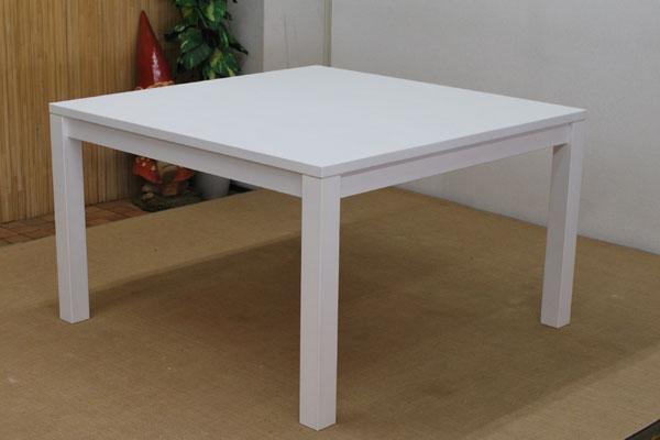 真っ白なテーブルとベッド 感謝です。090507