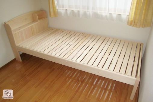 ひのき棚付ベッド 飾り玉付き