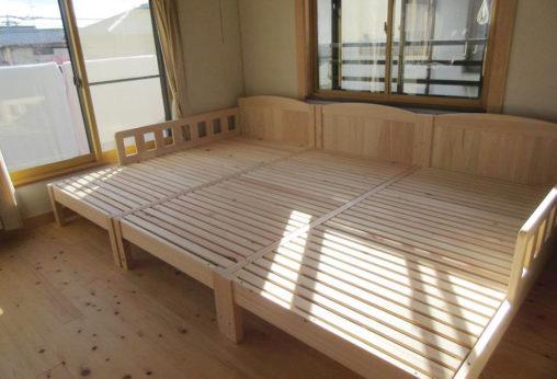 ひのき二段ベッドとシングルベッド3台並べて