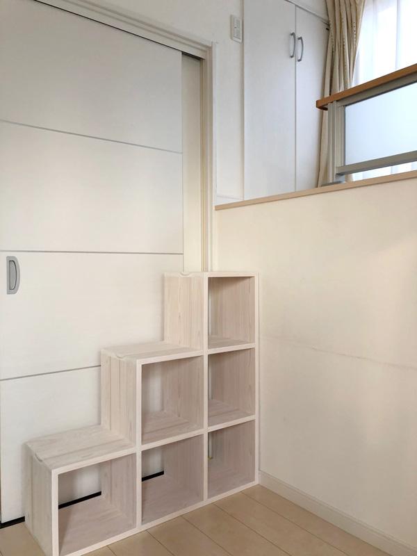 白い壁に白い階段 2006034