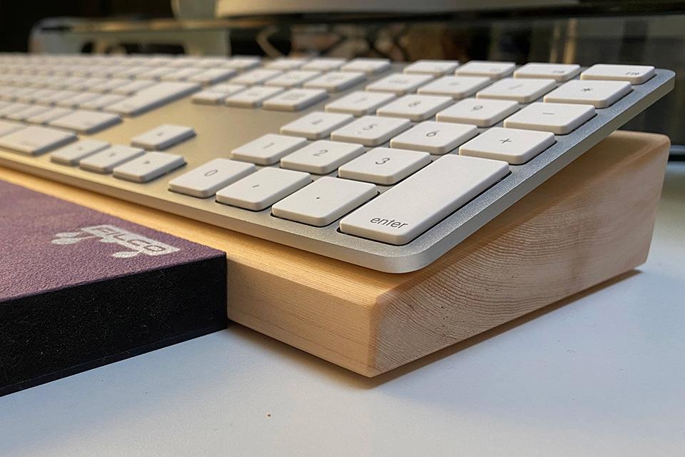 希望どおりの品で大満足です 兵庫県のキーボード傾斜台購入、兵庫県のお客様の声