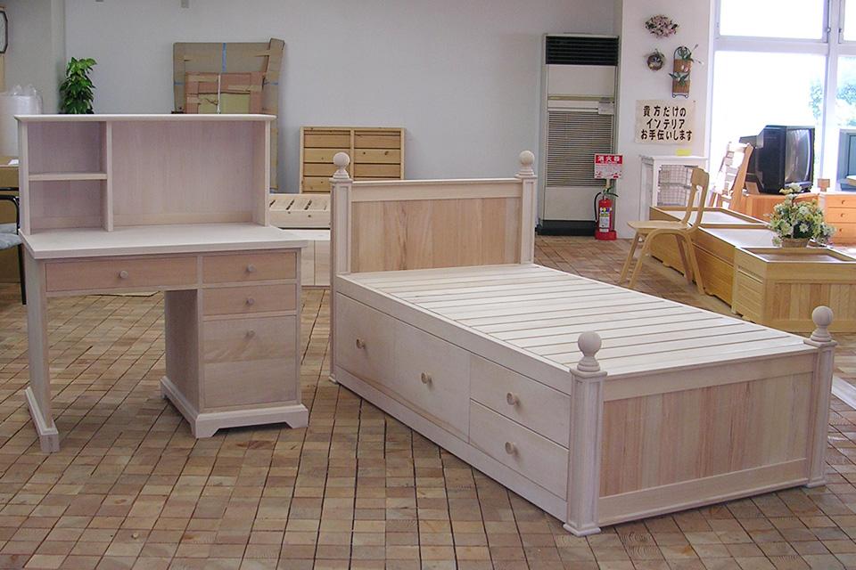 飾りで可愛くオーダーデスクとベッド
