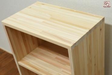 絵本棚に  無垢ひのき乱れ貼りBOX  NO1408008