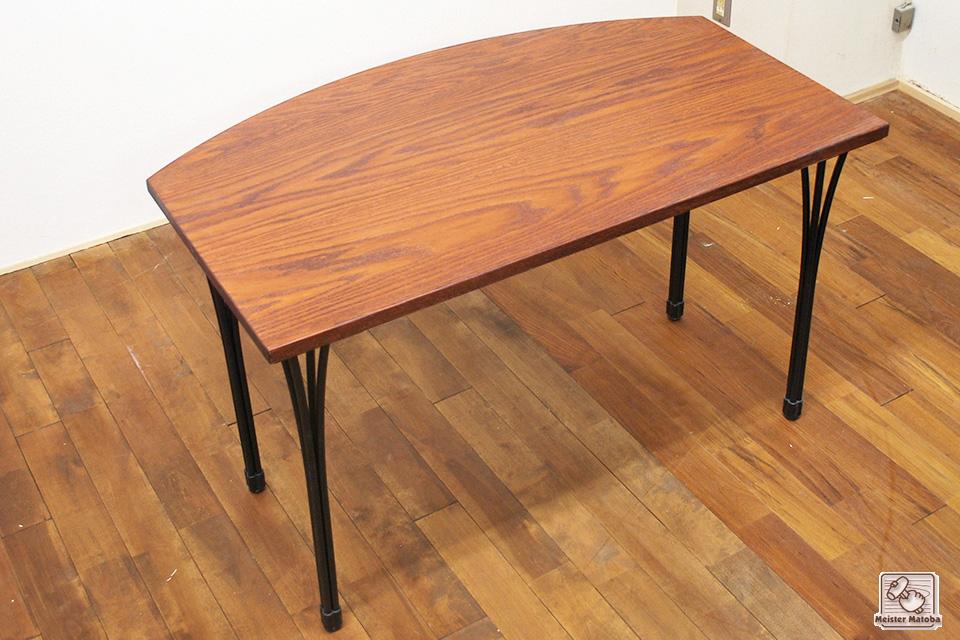 タモ材のテーブル天板