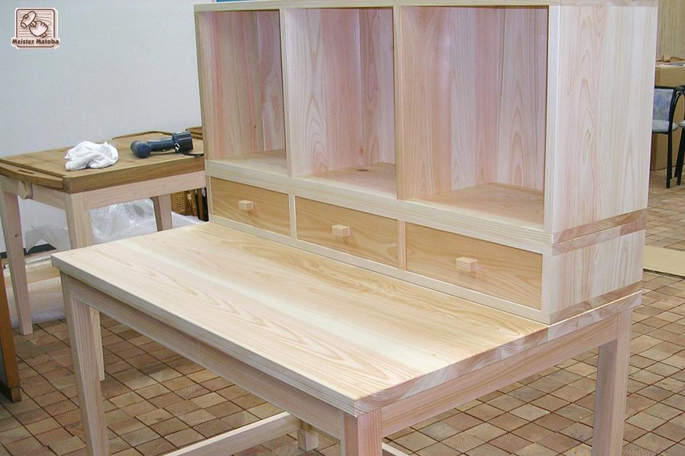 上棚の大きな学習机 20040609
