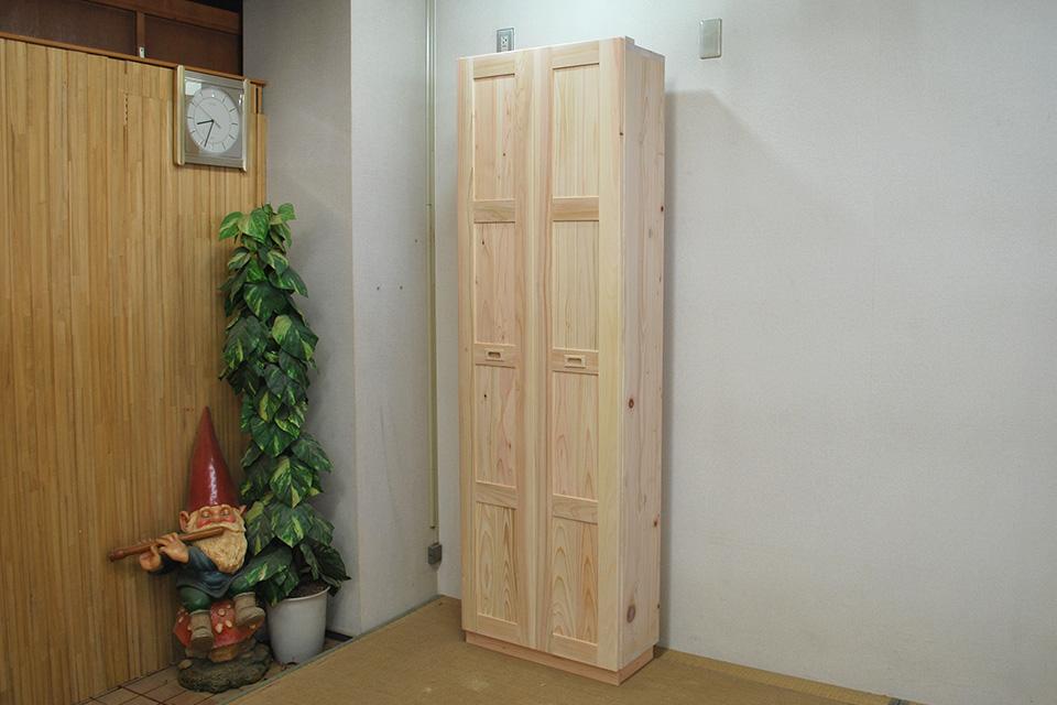 折れ戸の収納棚