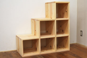 無垢ひのき木製階段高さ90cm、本・衣類の収納や飾り棚にできます 1702022