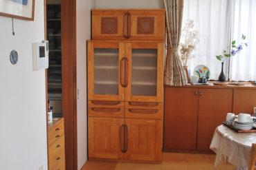 既存食器棚の縮小版的な小ぶりなカップボード 1808029