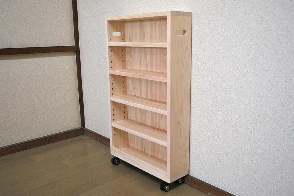 奥行の浅いすきま家具のような棚