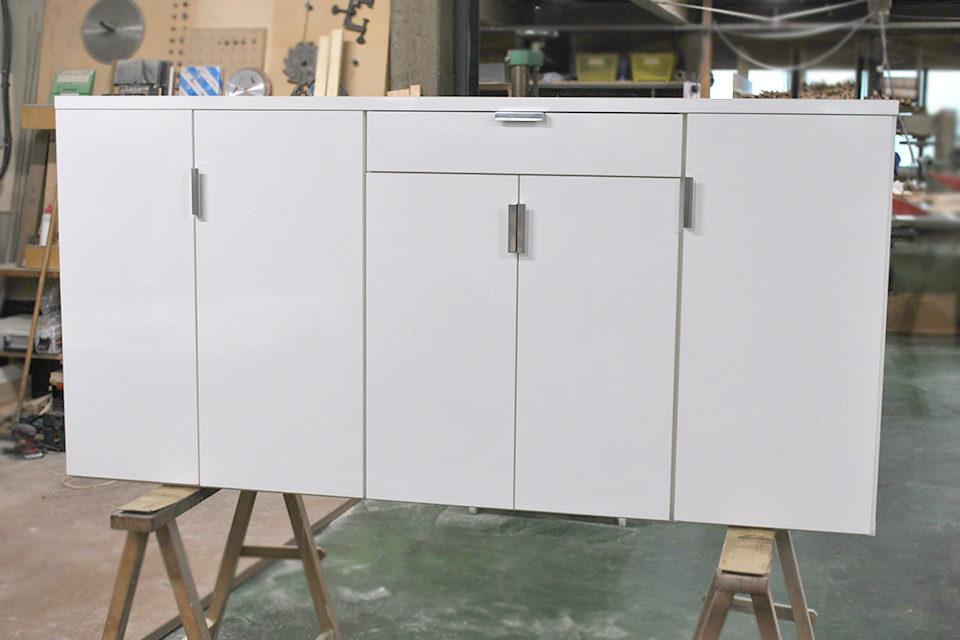 化粧板ポリ板仕上げの白い下駄箱 1811015