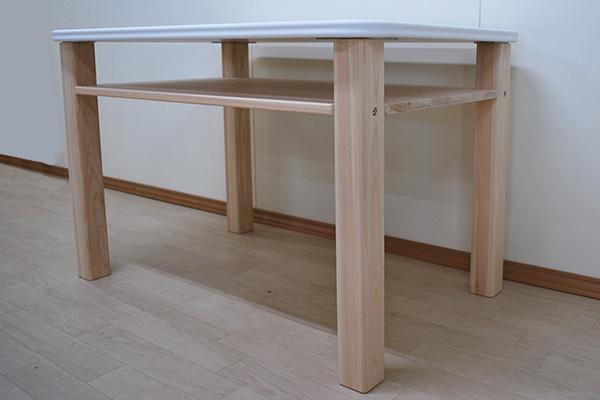 白い天板のオーダーテーブル
