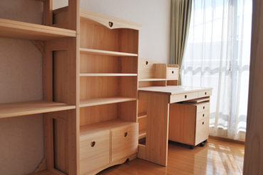子供部屋の家具を一式 無垢ひのき家具で 机・本棚 1911010