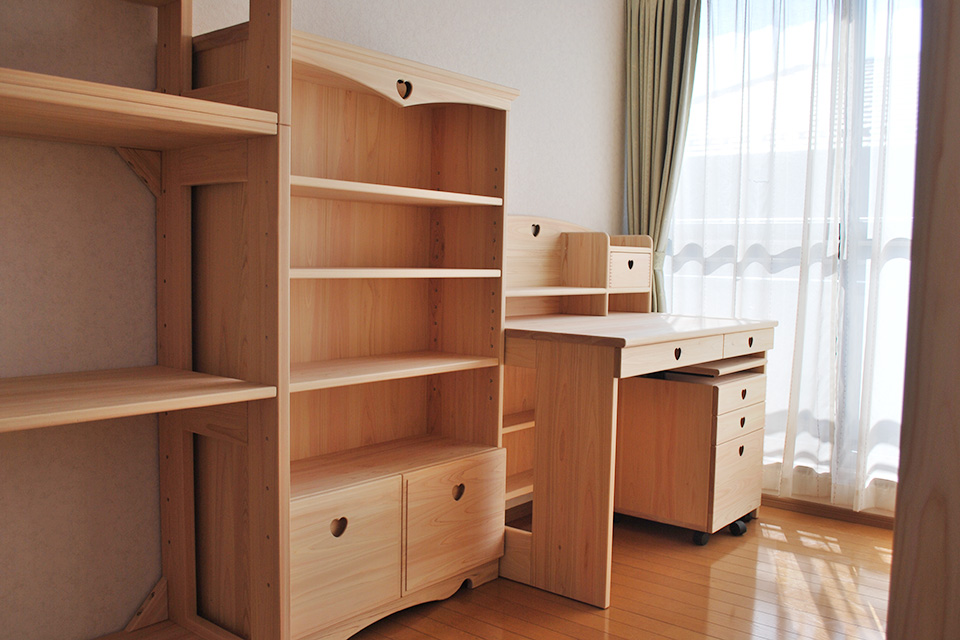 子供部屋に有害物質の発生しないひのき家具一式