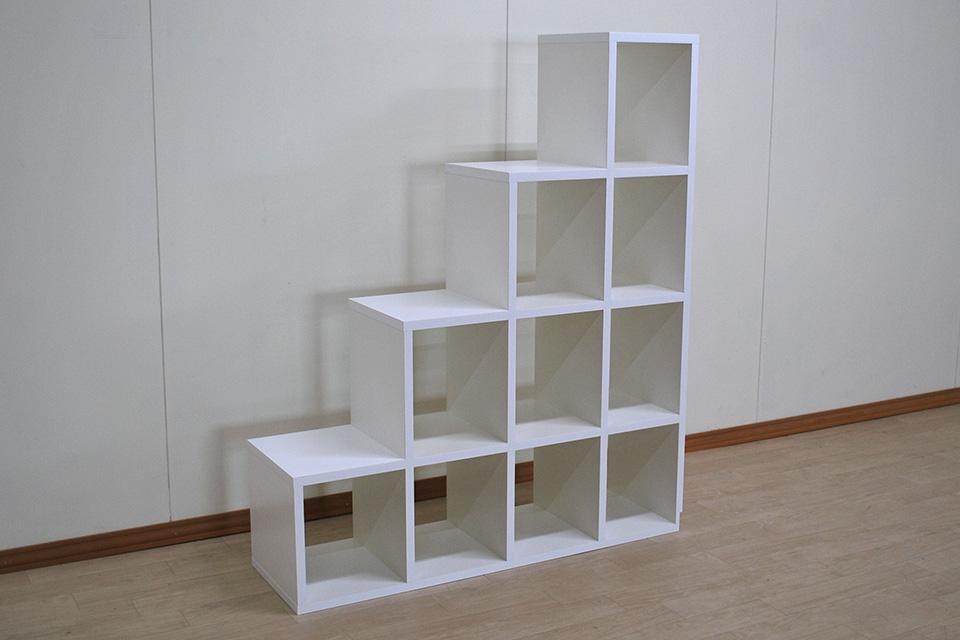 真っ白な化粧板仕上げの高さ120cmの4段の階段 NO2008008