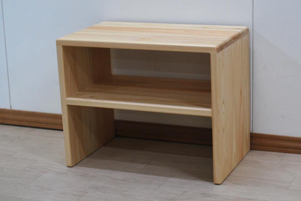 ひのきサイドテーブル シンプルな形で座っても大丈夫な頑丈さ 2009054