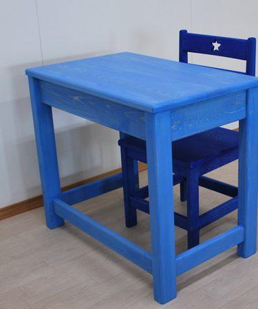 水色着色仕上げの机と青色仕上げの椅子 2102054